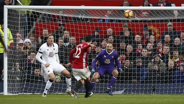 MU vs Watford (2-0): Martial ruc sang hinh anh 21