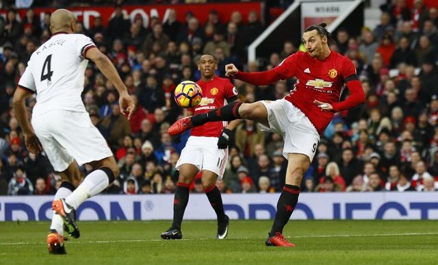 MU vs Watford (2-0): Martial ruc sang hinh anh 14