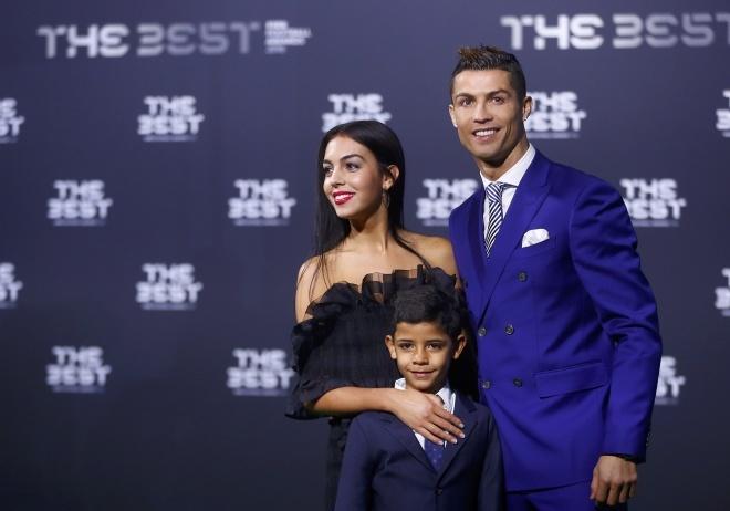 Nhan sac nguoi mau tu choi tinh cam cua Ronaldo anh 1