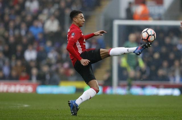 Blackburn 1-2 MU: Pogba - Ibra phoi hop ghi ban hinh anh 11
