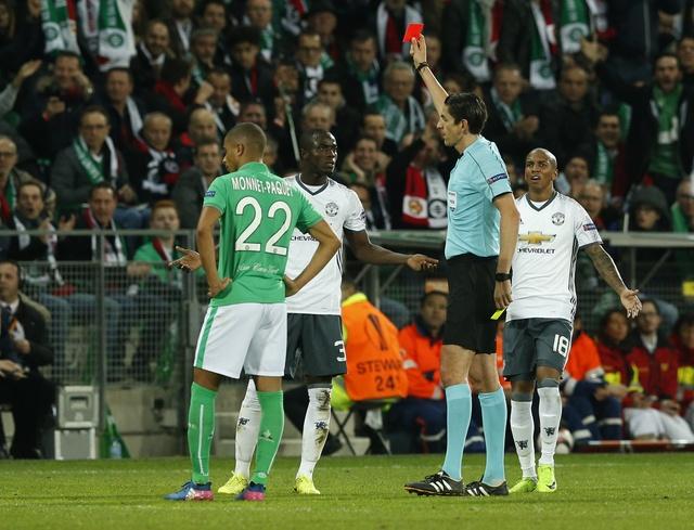 Saint Etienne vs MU (0-1): Eric Bailly nhan the do hinh anh 19
