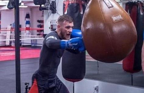 McGregor tap boxing, san sang so gang Mayweather hinh anh