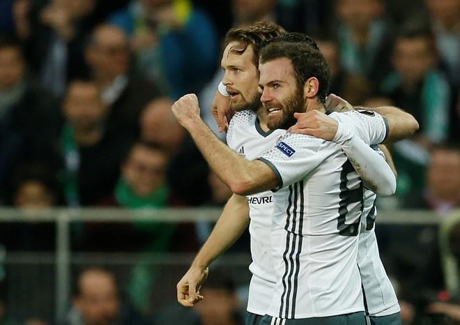 MU vs Southampton (3-2): 'Dang cuu the' Ibrahimovic hinh anh 1