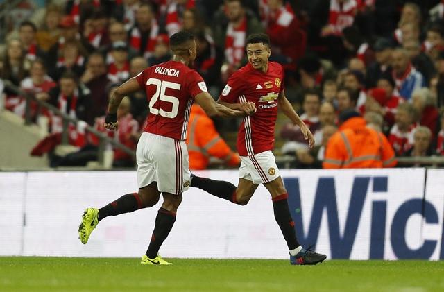 MU vs Southampton (3-2): 'Dang cuu the' Ibrahimovic hinh anh 27