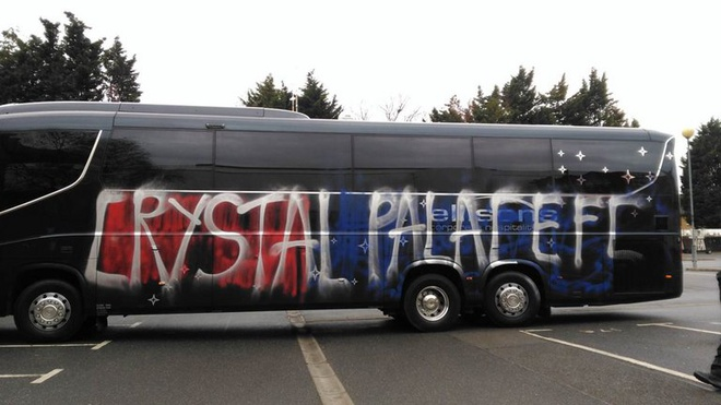Fan Crystal Palace tu pha xe CLB vi nham la doi thu hinh anh 1