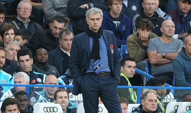 Mourinho ninh fan MU het loi hinh anh 2