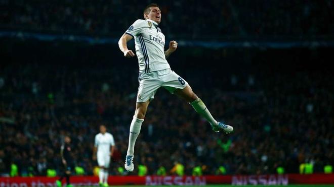 Ronaldo bien mat o doi hinh hay nhat chau Au mua nay hinh anh 8