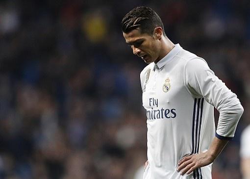 Ronaldo bien mat o doi hinh hay nhat chau Au mua nay hinh anh