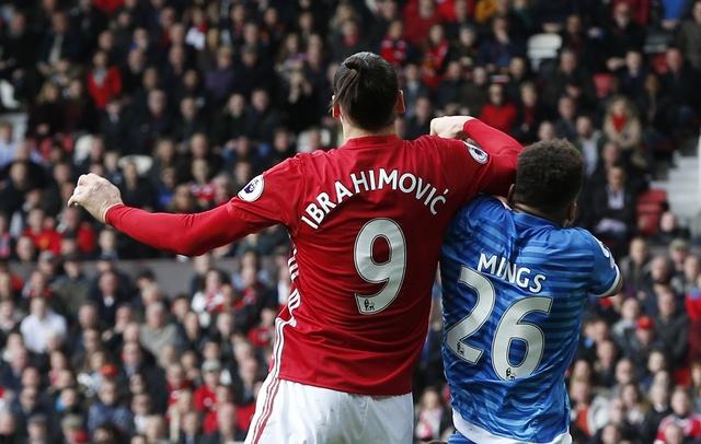Ibrahimovic doi dien an phat sau pha tra dua tho bao hinh anh 1