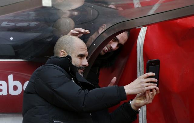 Aguero toa sang dua Man City len vi tri thu 3 hinh anh 14
