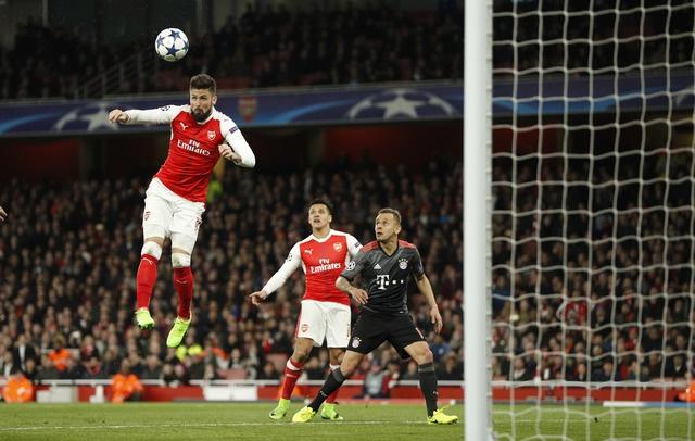 Koscielny nhan the do, Arsenal thua Bayern 2-10 sau 2 luot tran hinh anh 23