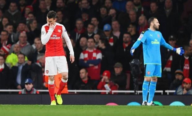 Koscielny nhan the do, Arsenal thua Bayern 2-10 sau 2 luot tran hinh anh 26