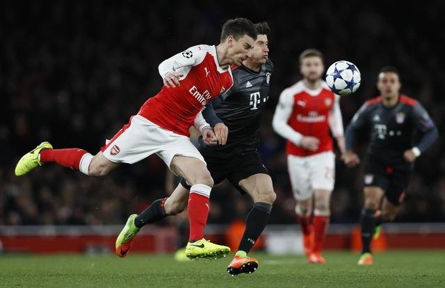 Koscielny nhan the do, Arsenal thua Bayern 2-10 sau 2 luot tran hinh anh 24