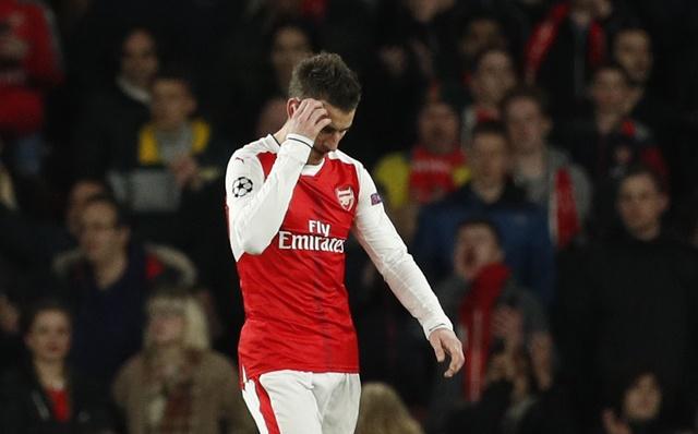 Koscielny nhan the do, Arsenal thua Bayern 2-10 sau 2 luot tran hinh anh 25