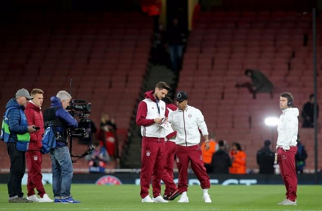 Koscielny nhan the do, Arsenal thua Bayern 2-10 sau 2 luot tran hinh anh 9