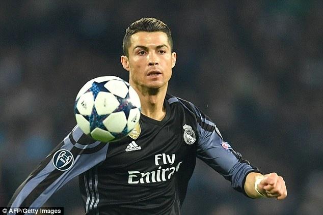 Ronaldo - sieu sao than thien voi nguoi ham mo anh 7