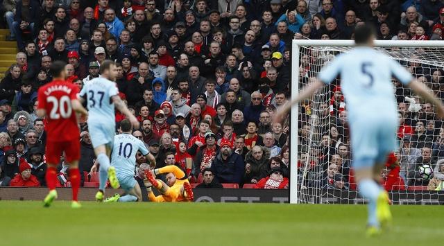 Liverpool vs Burnley (2-1): Emre Can sut xa dang cap hinh anh 12