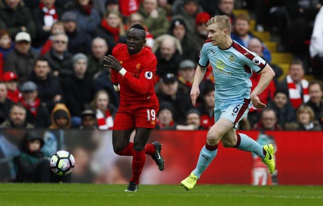 Liverpool vs Burnley (2-1): Emre Can sut xa dang cap hinh anh 13