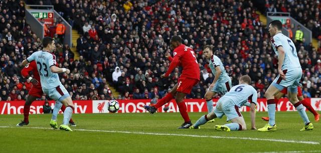 Liverpool vs Burnley (2-1): Emre Can sut xa dang cap hinh anh 16