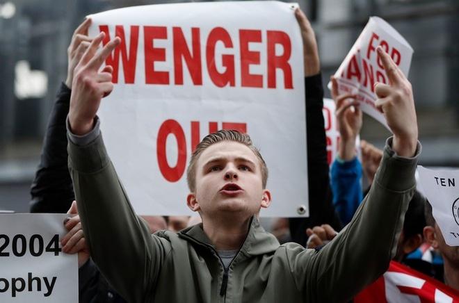CDV Arsenal bieu tinh lan 2 doi sa thai Wenger hinh anh