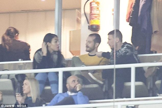 Ban gai tho o trong ngay vui cua Ronaldo hinh anh 2