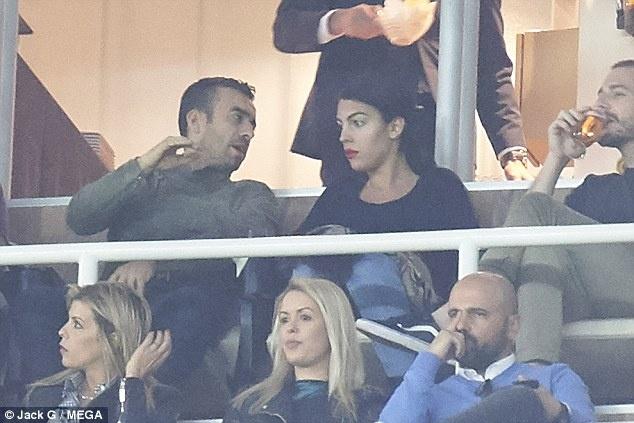 Ban gai tho o trong ngay vui cua Ronaldo hinh anh 3