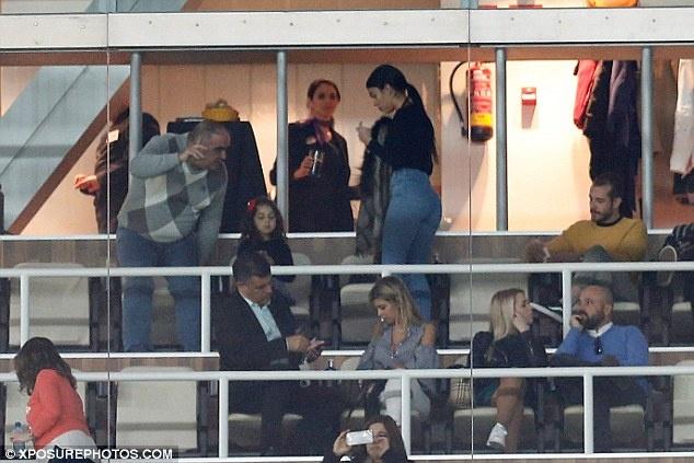 Ban gai tho o trong ngay vui cua Ronaldo hinh anh 4