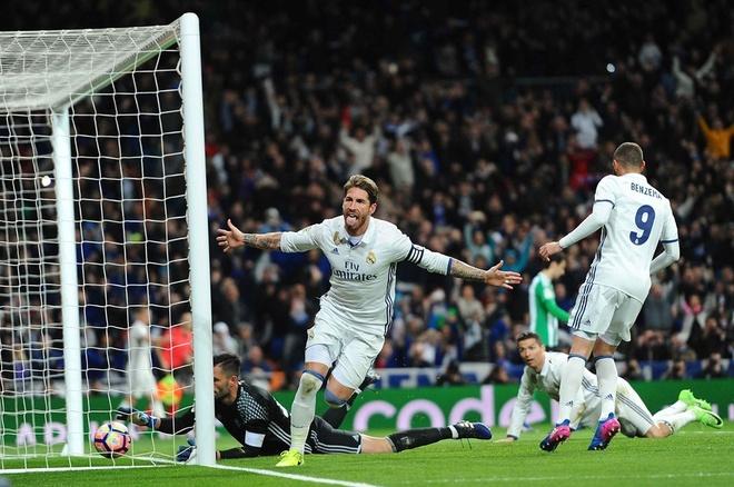 Ban gai nhin Ronaldo pha 2 ky luc anh 7