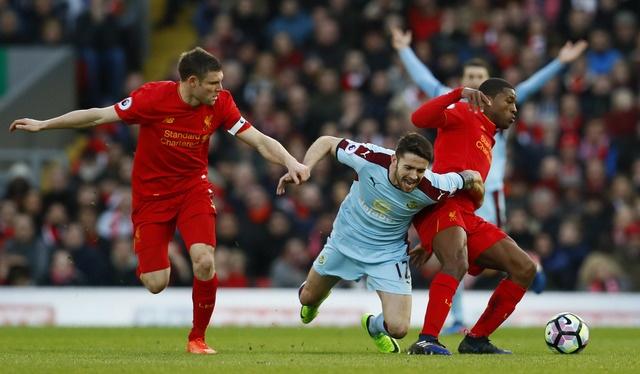 Liverpool vs Burnley (2-1): Emre Can sut xa dang cap hinh anh 22