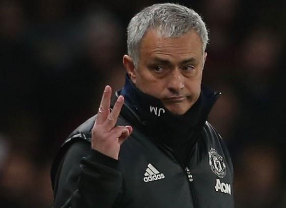 Mourinho khien CDV Chelsea im lang bang hanh dong dac biet hinh anh