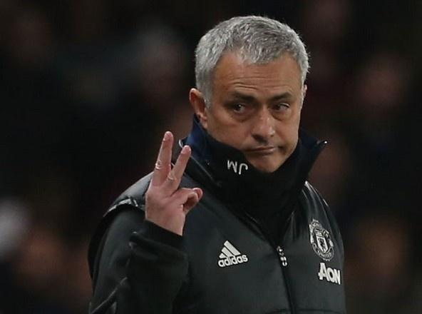HLV Mourinho mia mai trong tai anh 1