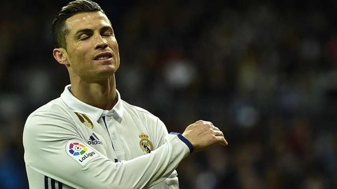 Ronaldo gan gap doi Suarez ve so pha sut hong anh 10