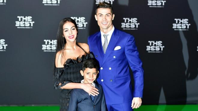 6 su that thu vi ve ban gai cua Ronaldo hinh anh 1