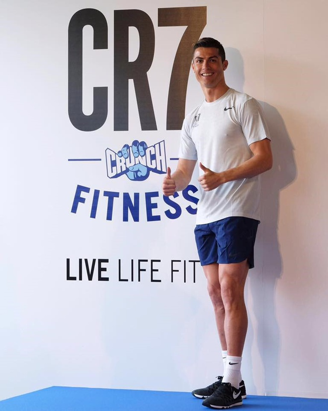 Ronaldo chinh thuc tro thanh ten san bay anh 5
