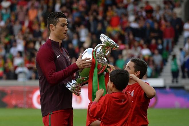Ronaldo ra nghi som, Bo Dao Nha thua nguoc Thuy Dien hinh anh 1