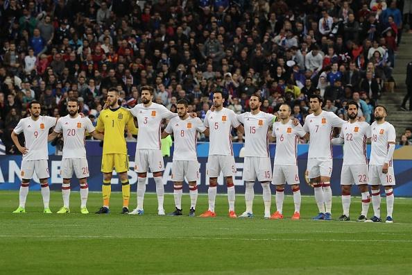 Trong tai be coi 2 lan khien Phap thua Tay Ban Nha 0-2 hinh anh 2