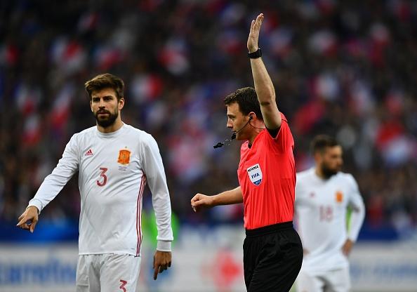 Trong tai be coi 2 lan khien Phap thua Tay Ban Nha 0-2 hinh anh 6