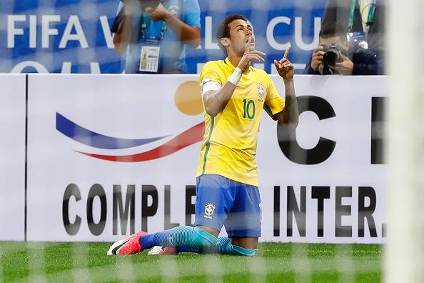 Neymar an mung ve du World Cup ben nguoi dep va ruou hinh anh 6
