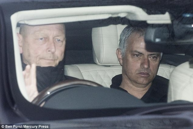 Thay tro Mourinho den san tap voi guong mat met moi hinh anh 1