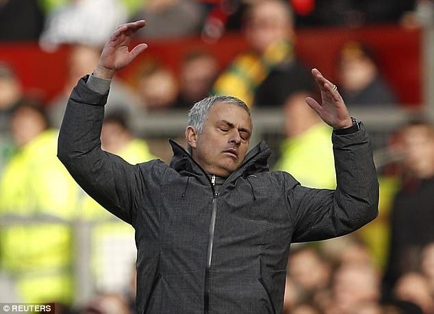 Pogba sanh dieu tro lai tap luyen chuan bi cho dai chien Everton hinh anh 10