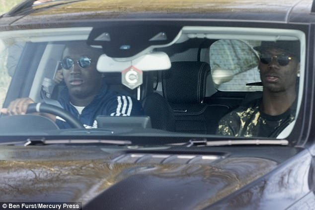 Pogba sanh dieu tro lai tap luyen chuan bi cho dai chien Everton hinh anh 3