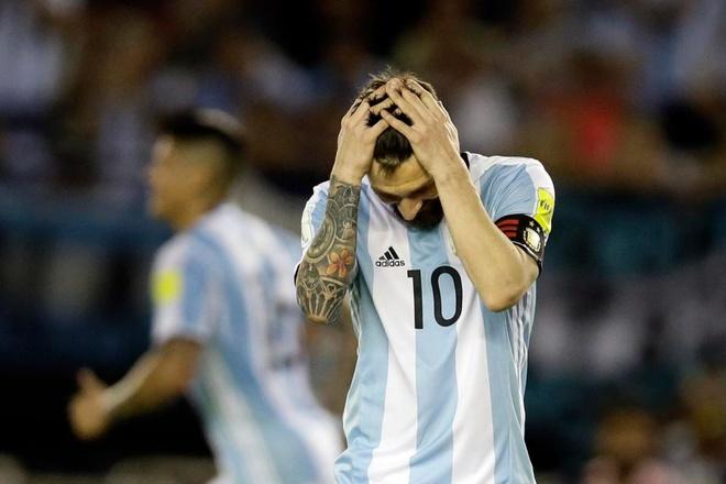 Chinh phu Argentina cu diep vien theo doi Messi hinh anh 1