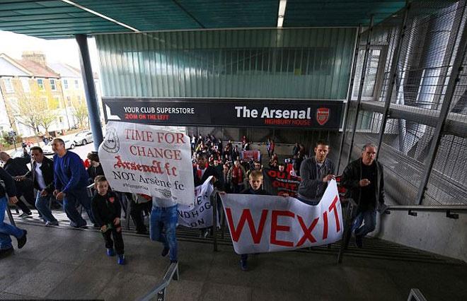 Muon kieu bieu tinh cua CDV Arsenal doi sa thai Wenger hinh anh 3