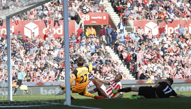 Stoke vs Liverpool (1-2): 'The Kop' ghi 2 ban trong 2 phut hinh anh 26