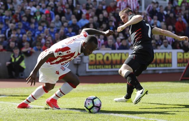 Stoke vs Liverpool (1-2): 'The Kop' ghi 2 ban trong 2 phut hinh anh 10