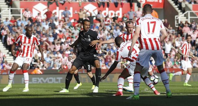 Stoke vs Liverpool (1-2): 'The Kop' ghi 2 ban trong 2 phut hinh anh 22