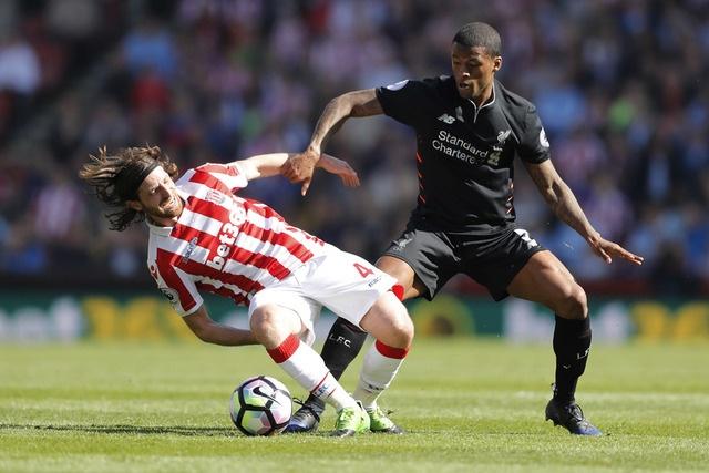 Stoke vs Liverpool (1-2): 'The Kop' ghi 2 ban trong 2 phut hinh anh 12