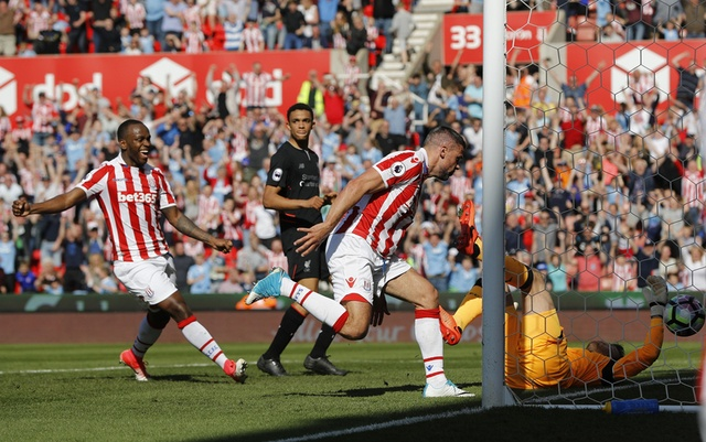 Stoke vs Liverpool (1-2): 'The Kop' ghi 2 ban trong 2 phut hinh anh 15