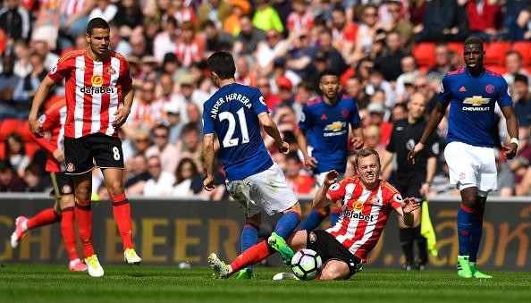 Sunderland vs Man Utd (0-3): Ibra kien tao, Rashford lap cong hinh anh 17