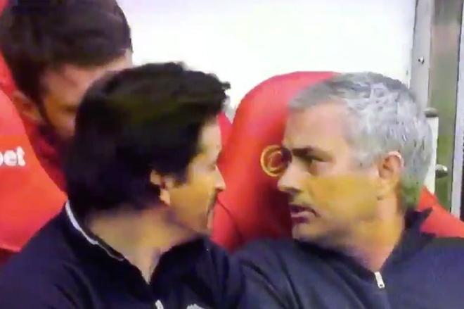 Fan MU bat ngo vi Mourinho khong biet Diego Forlan la ai hinh anh 1